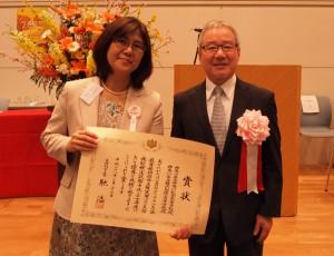 (写真左より)鈴木典子先生(神奈川県立神奈川総合高等学校)・西澤理事長